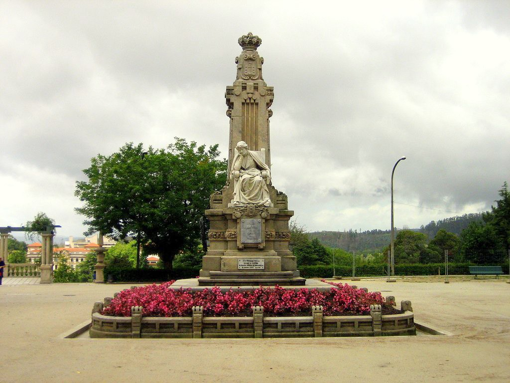estatua Rosalía de Castro